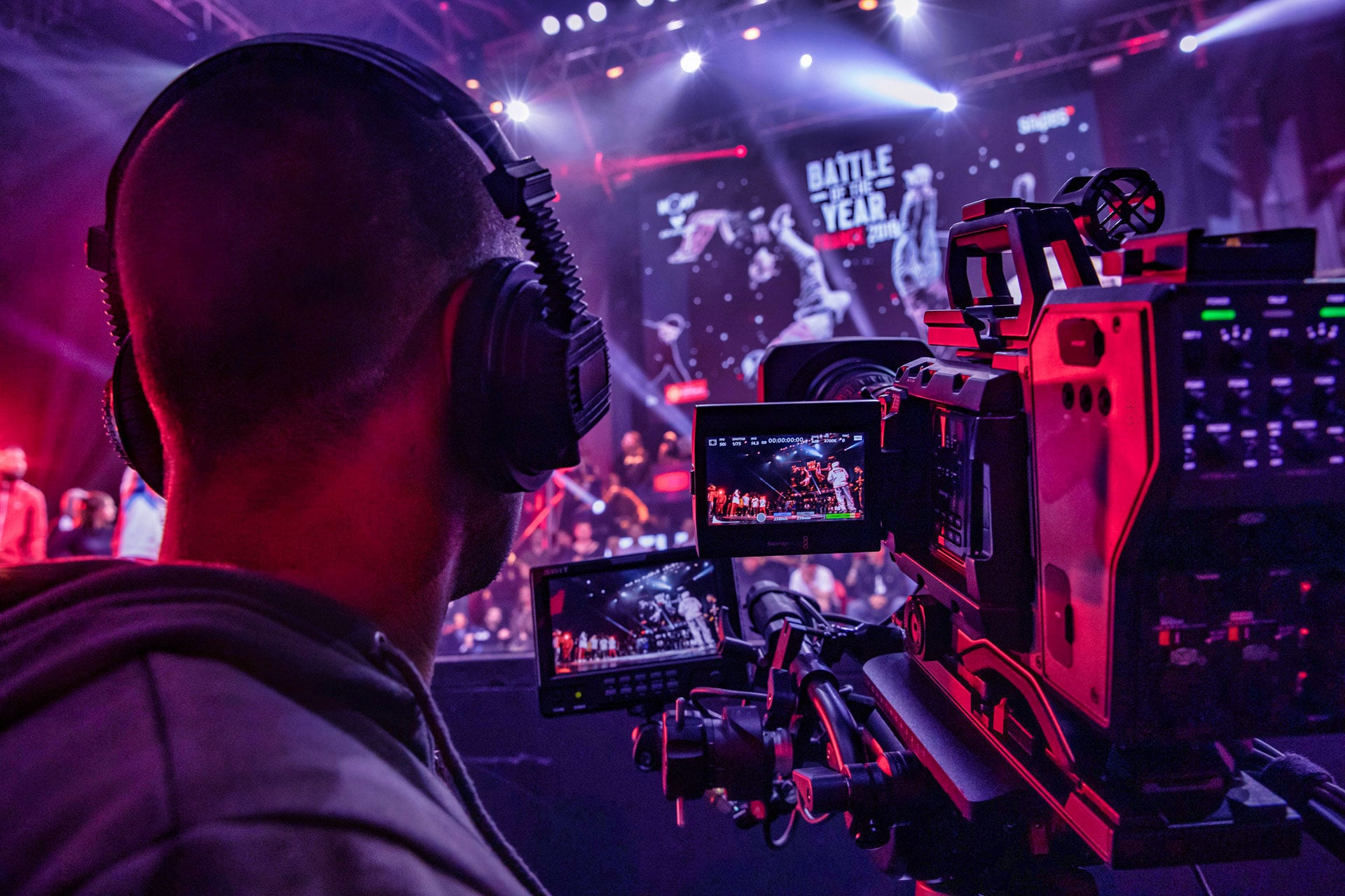 Cameraman en train de filmer l'évènement danse du Battle of the Year au zénith de Montpellier photographie danse