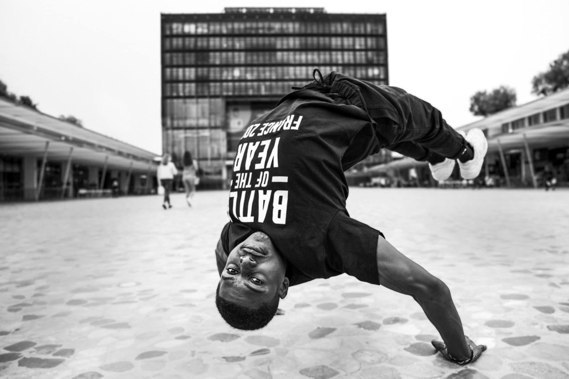 photo pro noir et blanc d'un danseur